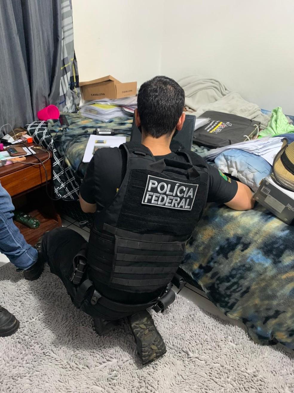 Policiais cumpriram mandados de busca em 13 endereços' — Foto: PF/Divulgação