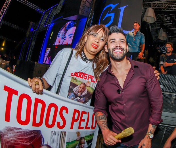Gusttavo Lima e Joyce Alverenga, mãe de Breno (Foto: Maurício Oliveira/Divulgação)
