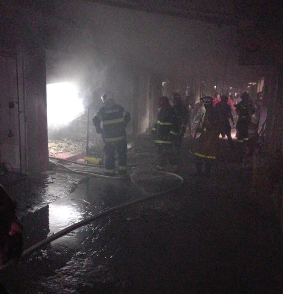 Loja é atingida por incêndio no Parque 18 de Maio, em Caruaru; veja imagens