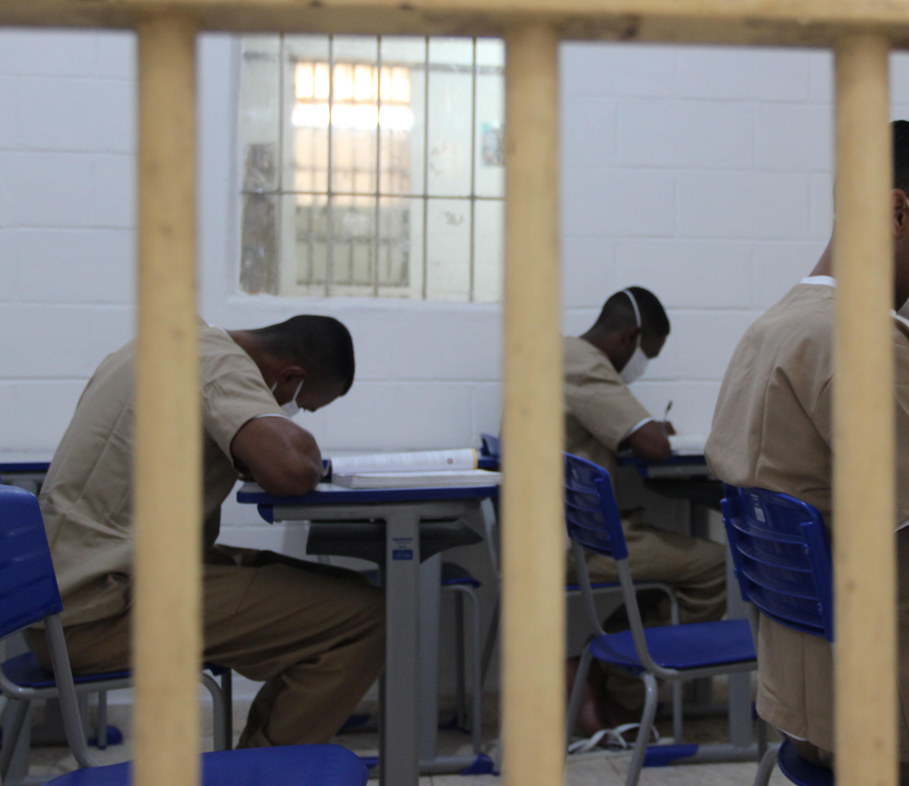 Encceja PPL 2020: saneamento básico e baixa escolaridade são temas da redação para ensinos fundamental e médio
