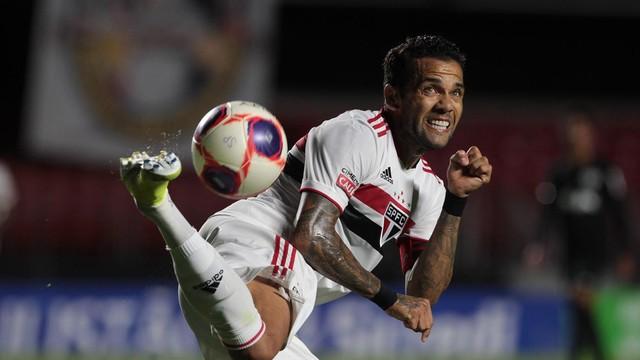 Daniel Alves em São Paulo x Bragantino