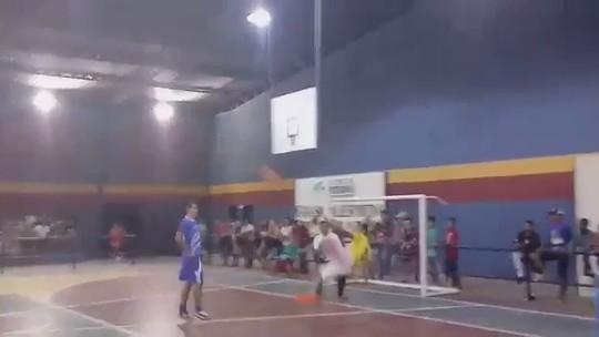 Ex-Santos, Thiago Maia marca golaço de voleio em jogo festivo de futsal em Roraima