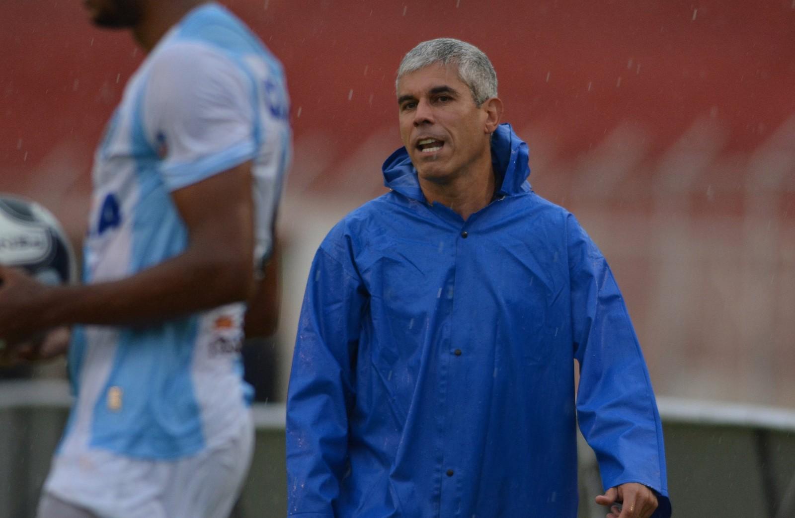 O técnico Ricardinho encarou como normais as oscilações do Londrina no  empate com o Foz do Iguaçu fbbe954a47e38