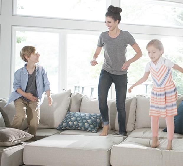 Sofa da Lovesac resiste aos pulos de crianças (Foto: Divulgação)