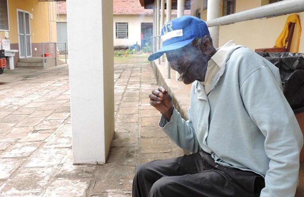 Zé Aguinelo fumava em média um maço de cigarros por dia (Foto: Alan Schneider/TV TEM)