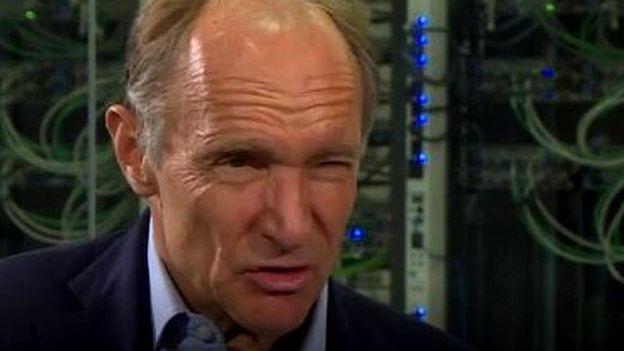 O humor de Tim Berners-Lee mudou quando ele foi perguntado sobre o que aconteceu desde que apresentou sua proposta para a web há 30 anos (Foto: BBC)