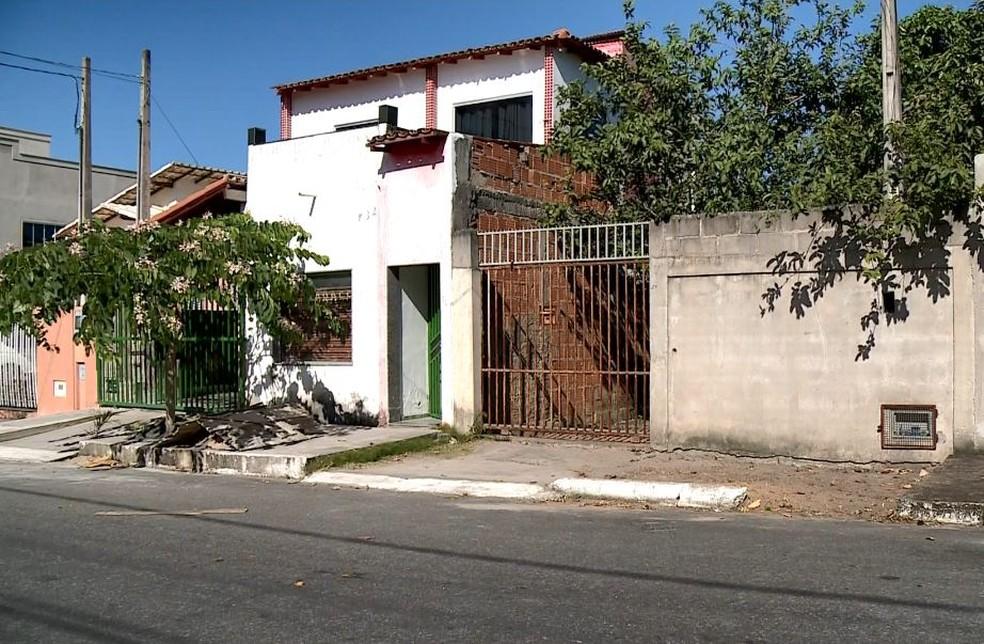 Casa onde o crime aconteceu, em Linhares, Espírito Santo (Foto: Raphael Verly/TV Gazeta)