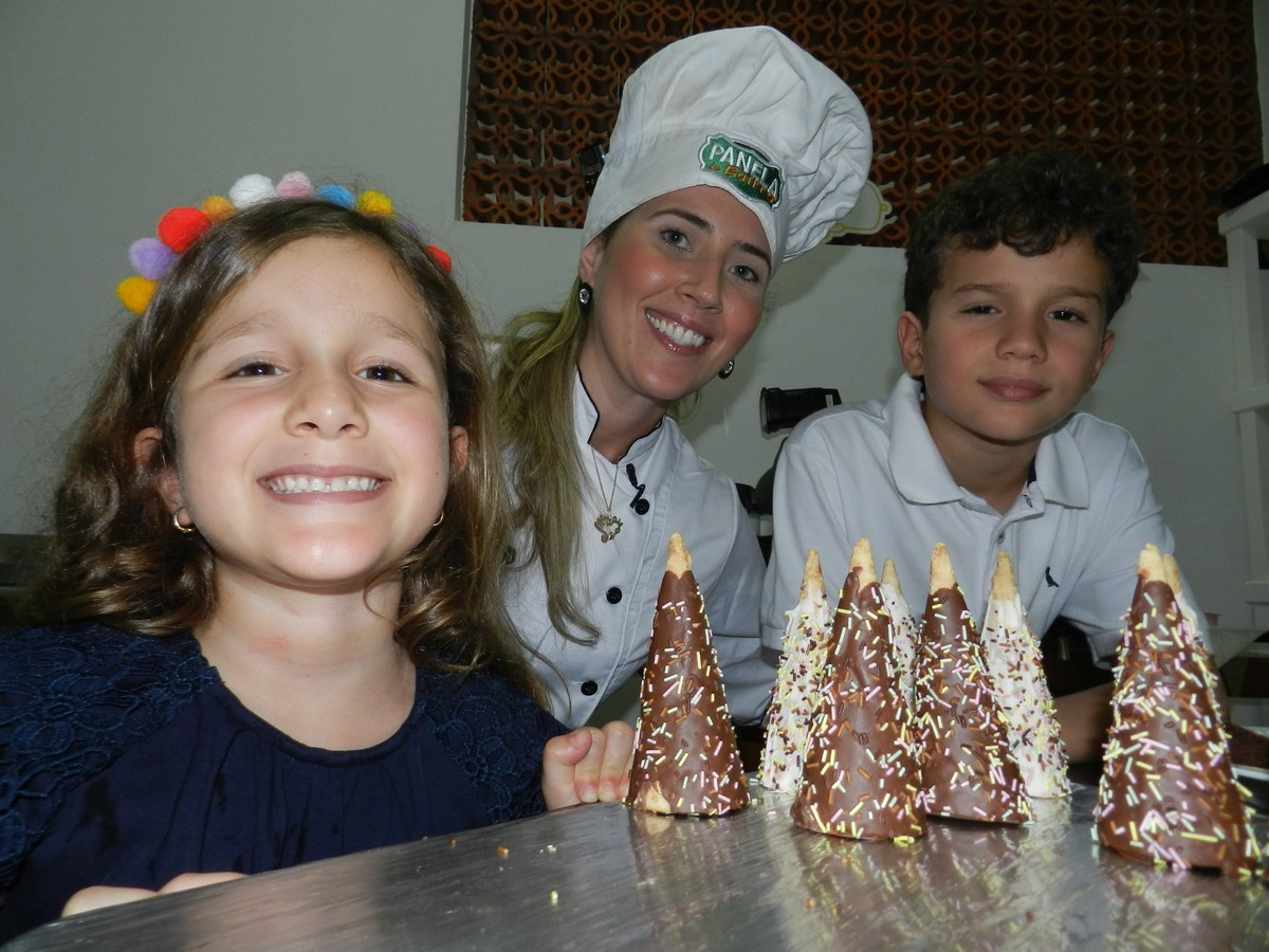 Panela de Bairro ensina a fazer cone recheado de brownie com brigadeiro de leite ninho