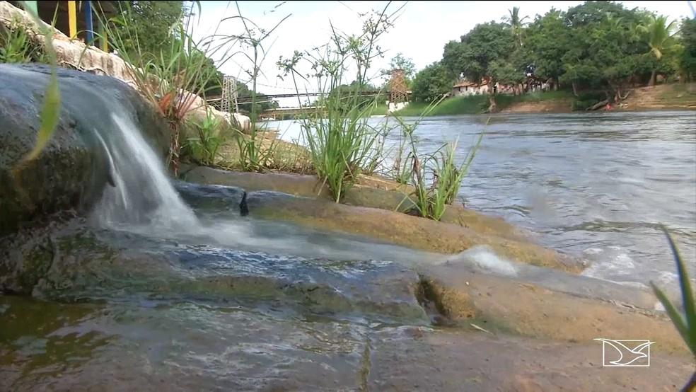 Rio Balsas está sofrendo por causa de banhistas também — Foto: Reprodução / TV Mirante