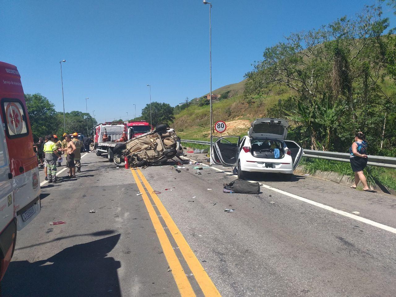 Batida entre dois carros deixa um morto e cinco feridos na BR-393, em Vassouras - Notícias - Plantão Diário