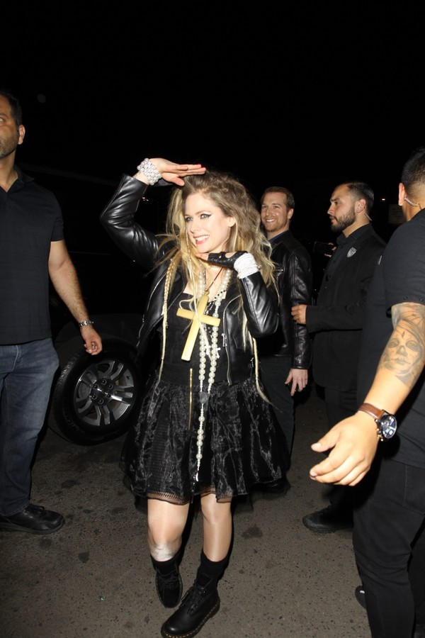 Hollywood, CA - Avril Lavigne potrays Madonna as she leaves Halsey's Halloween party in Hollywood. Pictured: Avril Lavigne BACKGRID USA 26 OCTOBER 2019 USA: +1 310 798 9111 / usasales@backgrid.com UK: +44 208 344 2007 / uksales@backgrid.com (Foto: HEDO / BACKGRID)