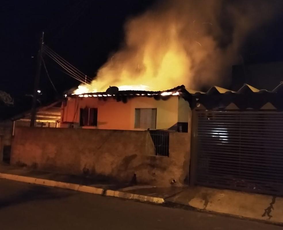 Homem é preso por colocar fogo na casa de sua mãe em Iacanga — Foto: Redes sociais/Reprodução