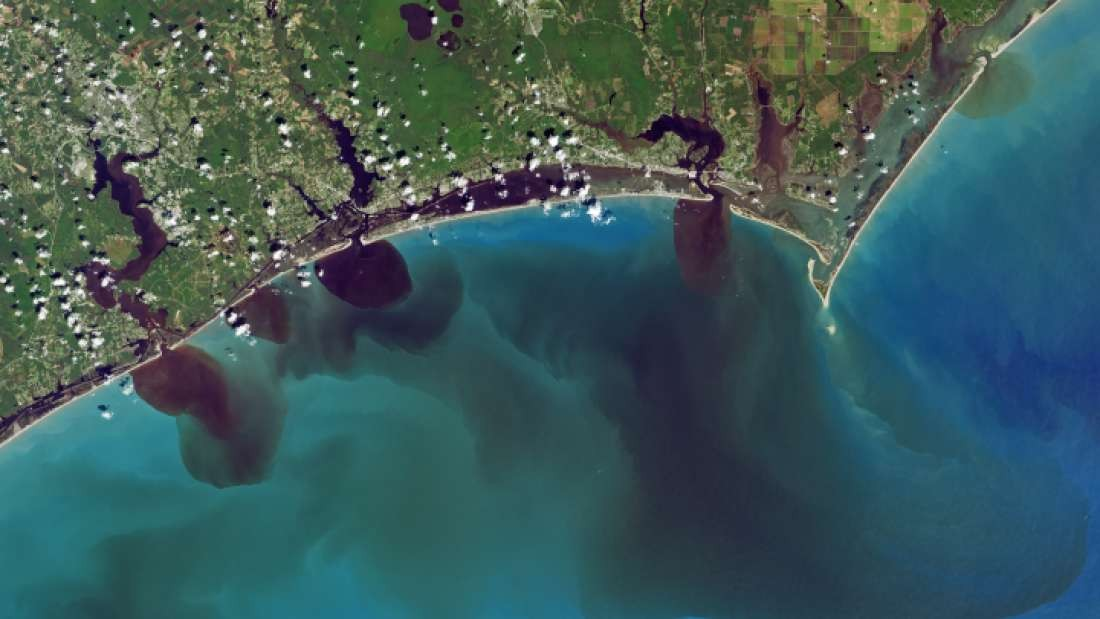 Qualidade da água que chega no Oceano Atlântico foi afetada pelo furacão Florence (Foto: NASA/USGS)