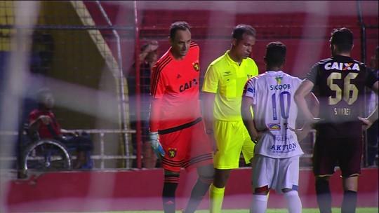 Troféu Alberto Roberto: Magrão pisca o olho após cair no chão
