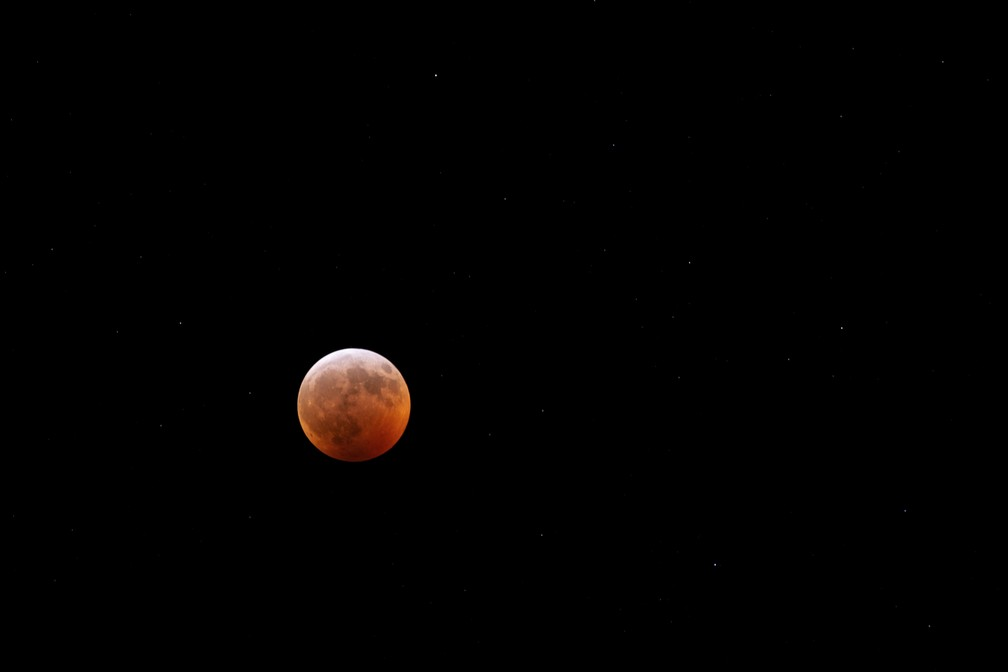 Eclipse lunar visto da Virgínia, EUA — Foto: Associated Press