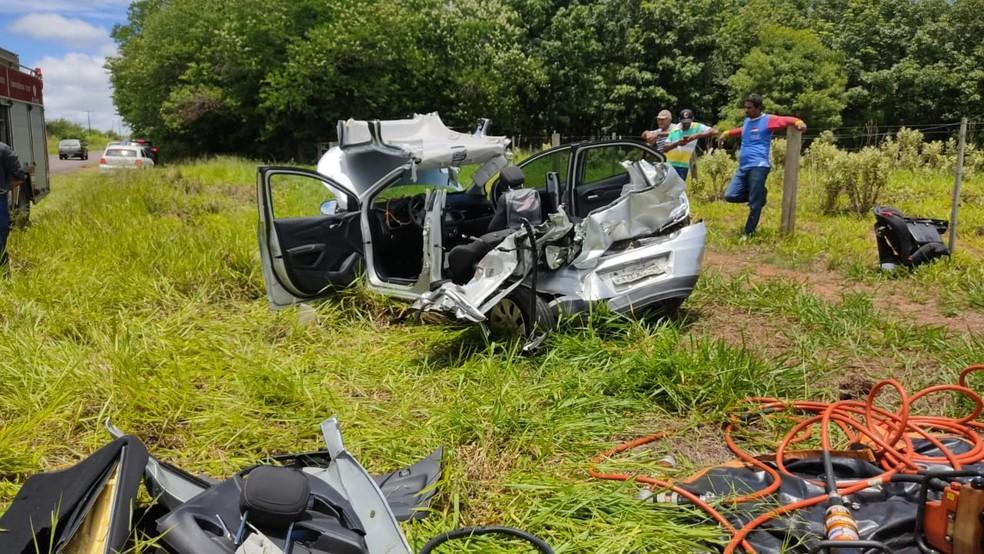 Motorista fica ferido após caminhão de gás bater na traseira de carro em vicinal de Tupã — Foto: João Trentini/Divulgação