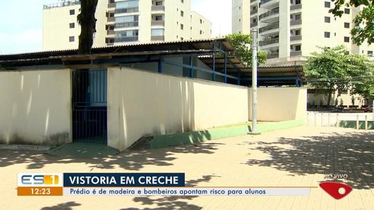 Bombeiros vistoriam creche com estrutura de madeira em Vitória e encontram irregularidades