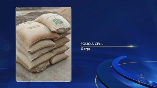Polícia prende dupla que usava máquina com compartimento falso para desviar café
