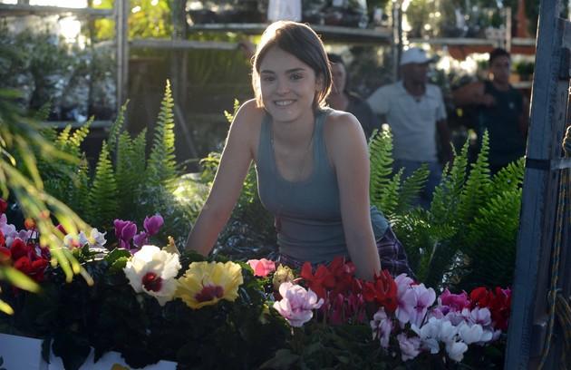 No ar em 'Sangue bom' como Giane, Isabelle Drummond passou por uma transformação no visual para a fase modelo da personagem (Foto: Divulgação/TV Globo)