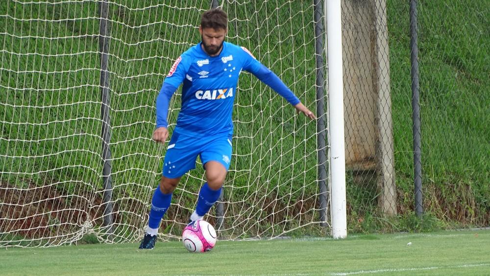 """Focado após """"quase sair"""" do Cruzeiro, Sobis se livra de dores e quer tri da Libertadores"""