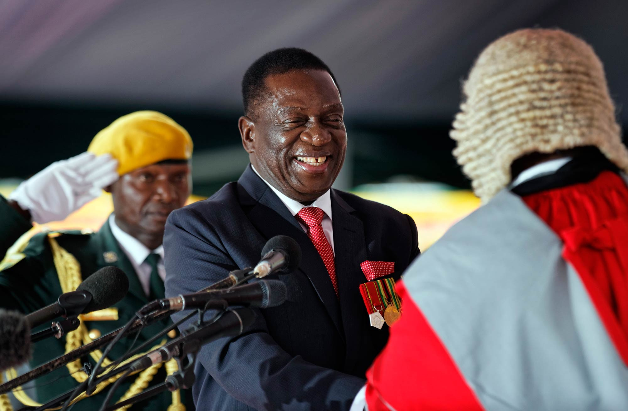Partido governista do Zimbábue confirma Mnangagwa como candidato presidencial