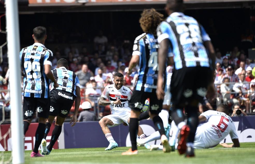 São Paulo é o principal inimigo do Grêmio no momento — Foto: Marcos Ribolli