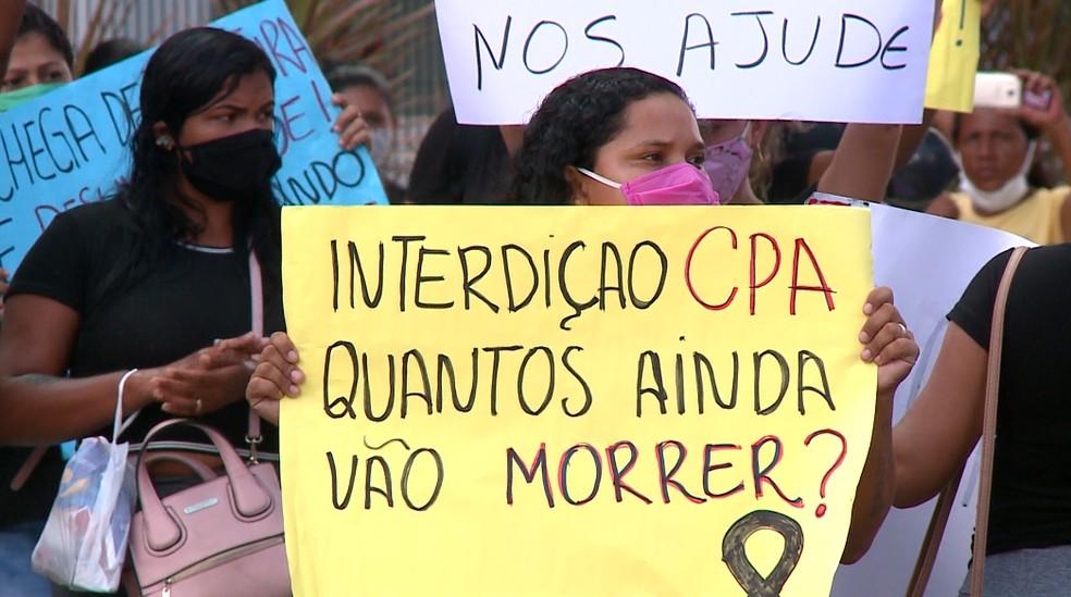 Familiares de presos da Cadeia Pública de Altos fazem protesto diante do Tribunal de Justiça, em Teresina (PI) — Foto: Murilo Lucena/ TV Clube