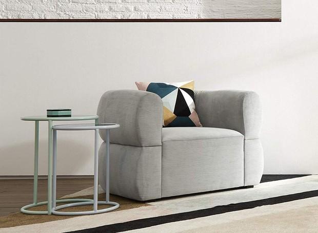 O minimalismo está presente na poltrona Cloud e na mesa Vally Nesting (Foto: Amazon/ Reprodução)