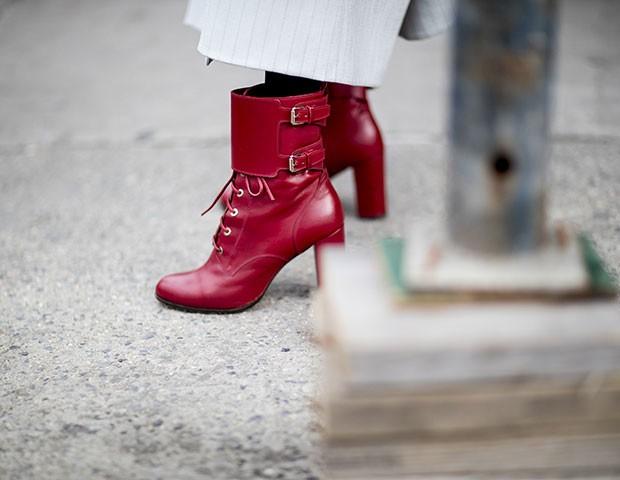 As botas vermelhas marcaram os looks do NYFW (Foto: Imaxtree)