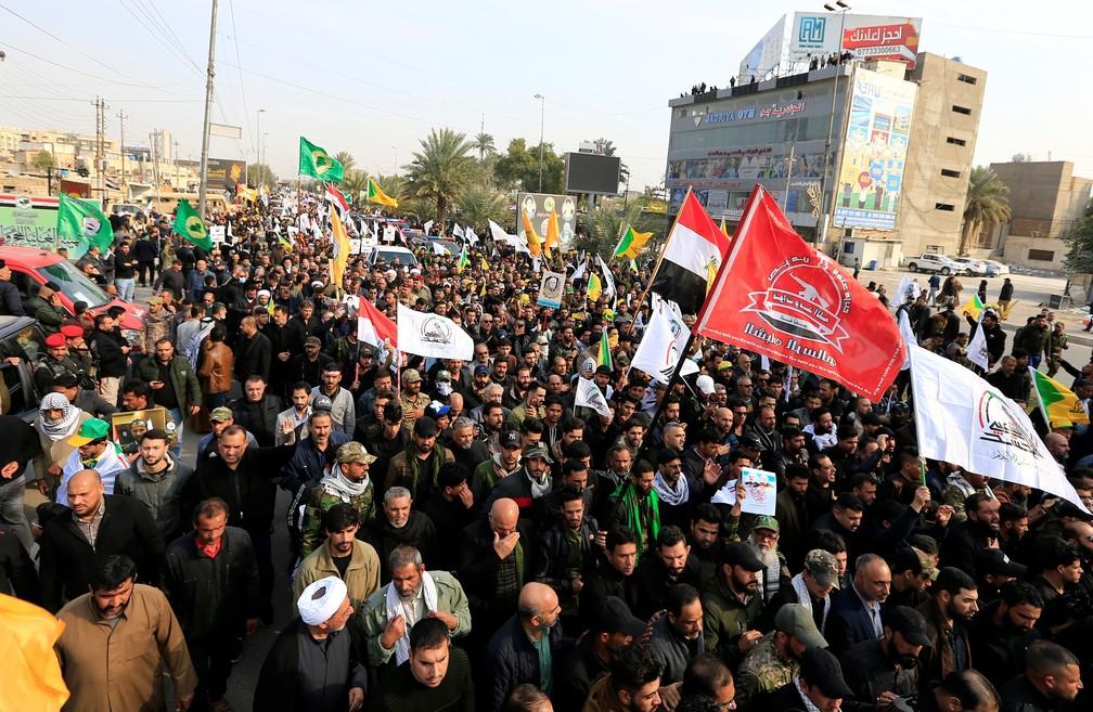 Funeral de Qassem Soleimani reúne multidão no Iraque — Foto: Thaier al-Sudani/Reuters