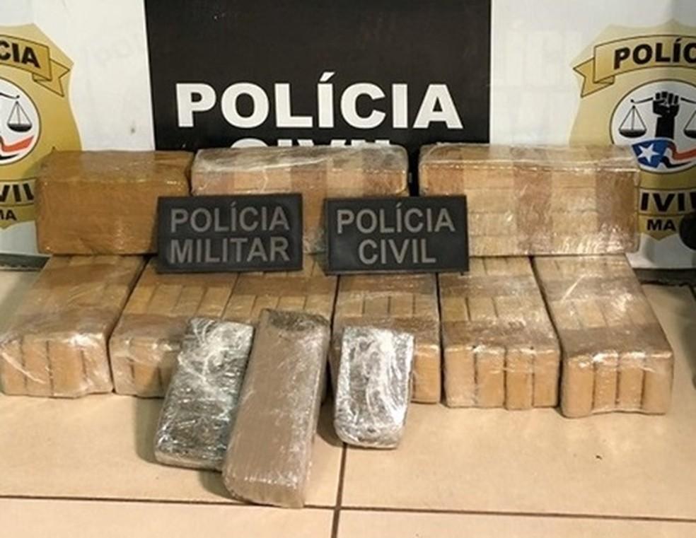 Os 25 kg de maconha e cocaína estavam escondidos no interior de um veículo — Foto: Divulgação/Polícia Civil/Polícia Militar
