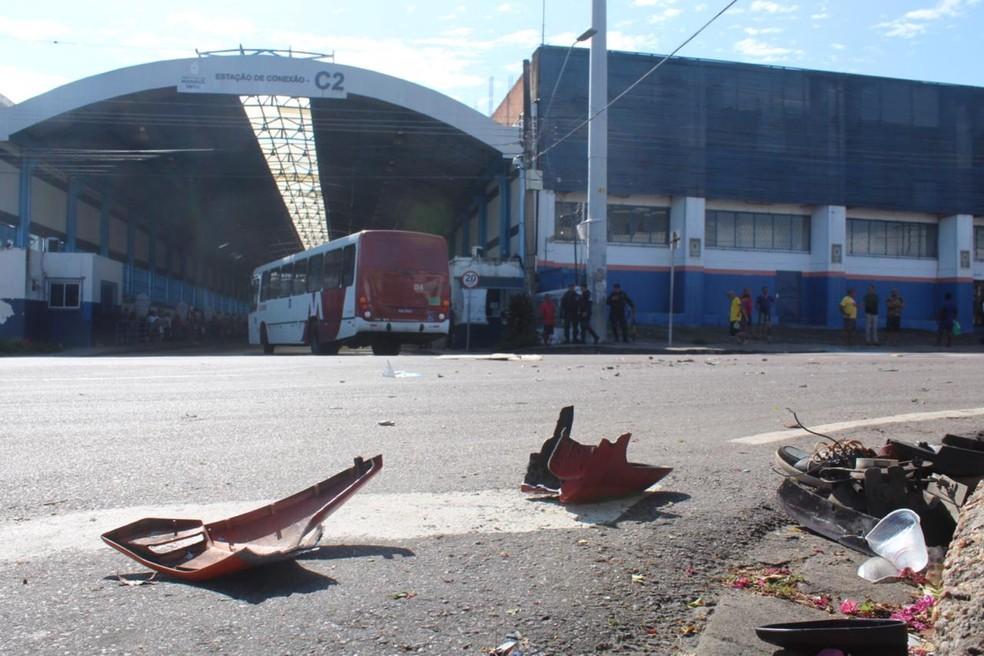 Motociclista morre em cruzamento após colidir contra ônibus em Manaus — Foto: Rickardo Marques