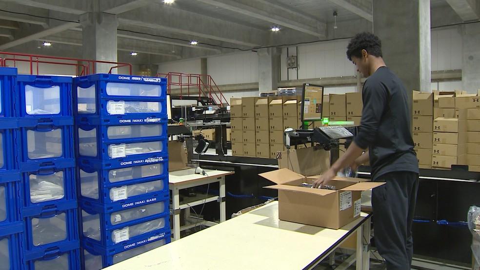 Jogador do Iwaki FC tem jornada dupla e trabalha em confecção de materiais esportivos — Foto: Reprodução