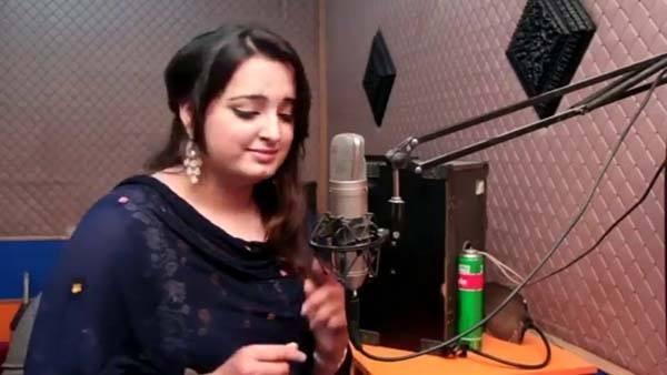 A cantora paquistanesa Resham (Foto: reprodução)