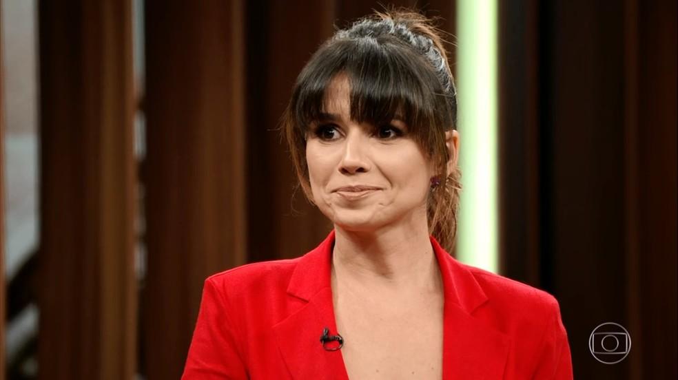 Paula Fernandes fica encabulada quando Bial pergunta sobre seu 'namorado' — Foto: TV Globo