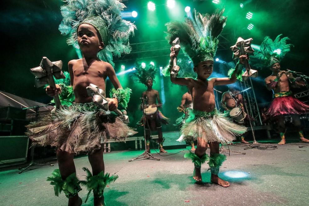 Ao todo, 16 grupos de caboclinho se apresentam durante o evento no Recife (Foto: Clélio Tomaz/PCR/Divulgação)