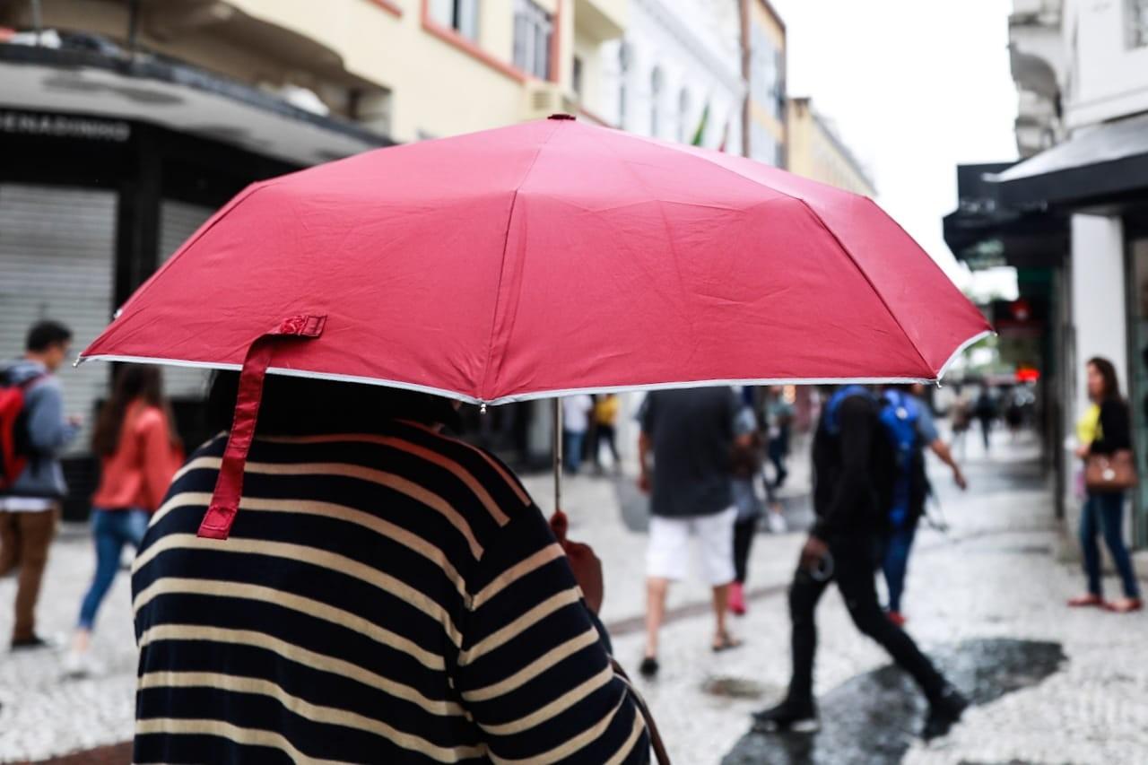 Chuva prejudica trânsito e causa pontos de lentidão na Grande Florianópolis - Notícias - Plantão Diário