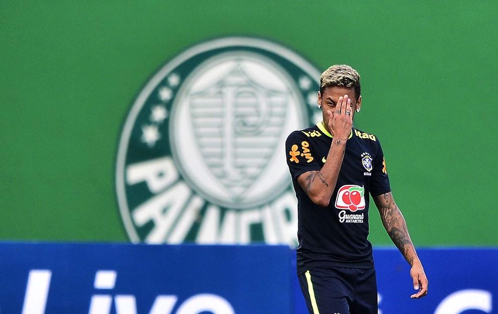 Neymar durante treino da seleção brasileira na Academia de Futebol (Foto: Marcos Ribolli / GloboEsporte.com)