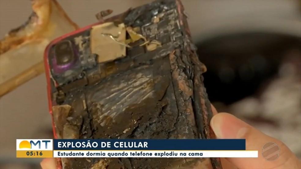 Celular explode em cima de cama enquanto estudante dormia em Cuiabá: 'Saiu faíscas' — Foto: TV Centro América