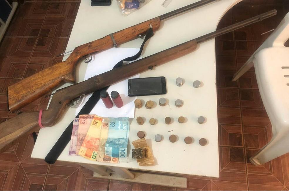 Material apreendido pela polícia foi encaminhado à delegacia de Januária — Foto: Polícia Militar/Divulgação