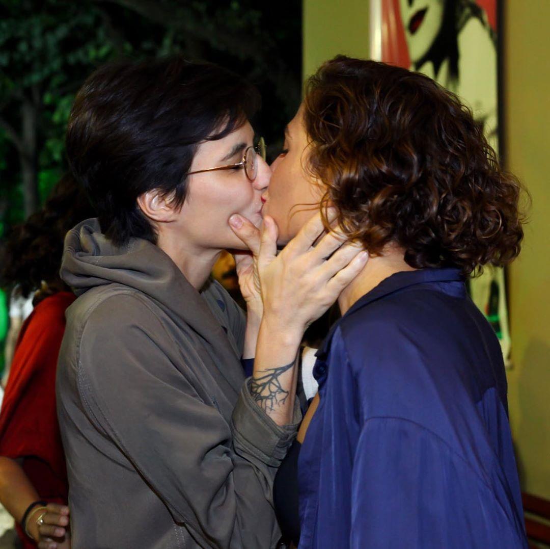 Resultado de imagem para camila pitanga beijo namorada