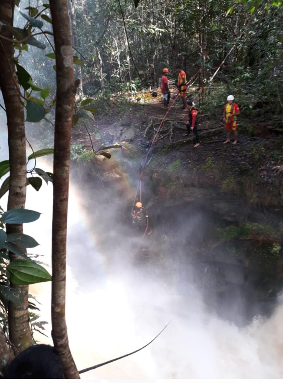 Buscas a contadora que caiu de cachoeira de 12 metros durou 14 dias (Foto: Divulgação/CBMAM)