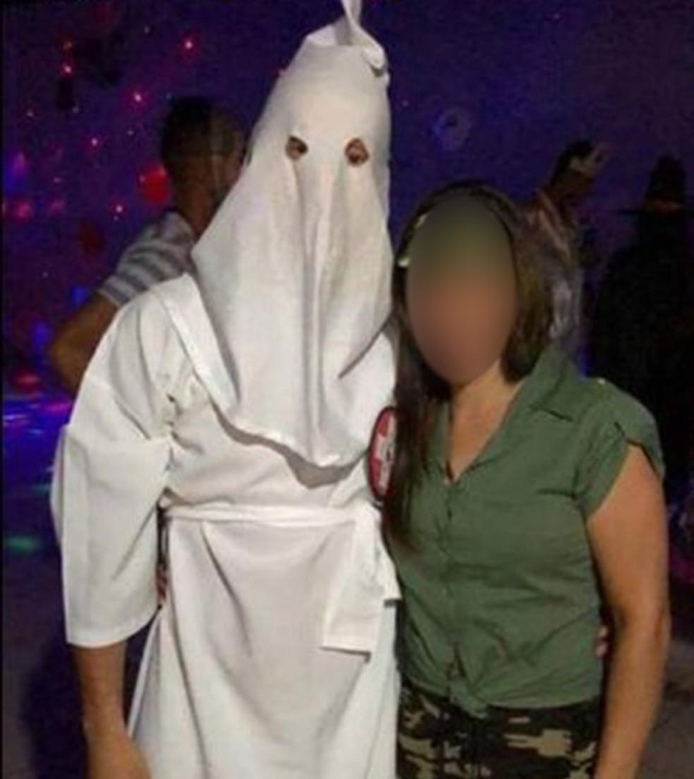 Aluno foi fantasiado de membro da KKK, movimento extremista — Foto: Reprodução/Redes Sociais
