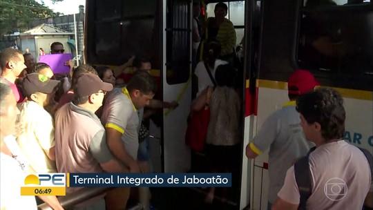 Linha Centro do Metrô do Recife chega ao 5º dia sem funcionar e passageiros enfrentam dificuldades