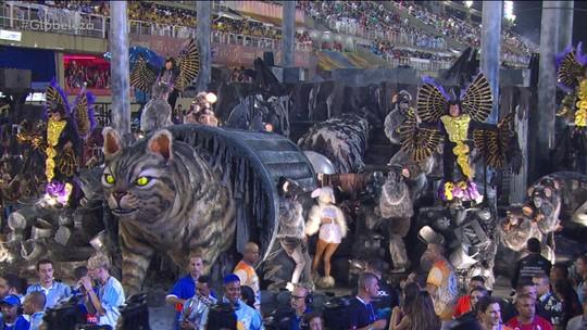 Beija-Flor faz desfile 'vale a pena ver de novo' lembrando seus 70 anos de carnaval
