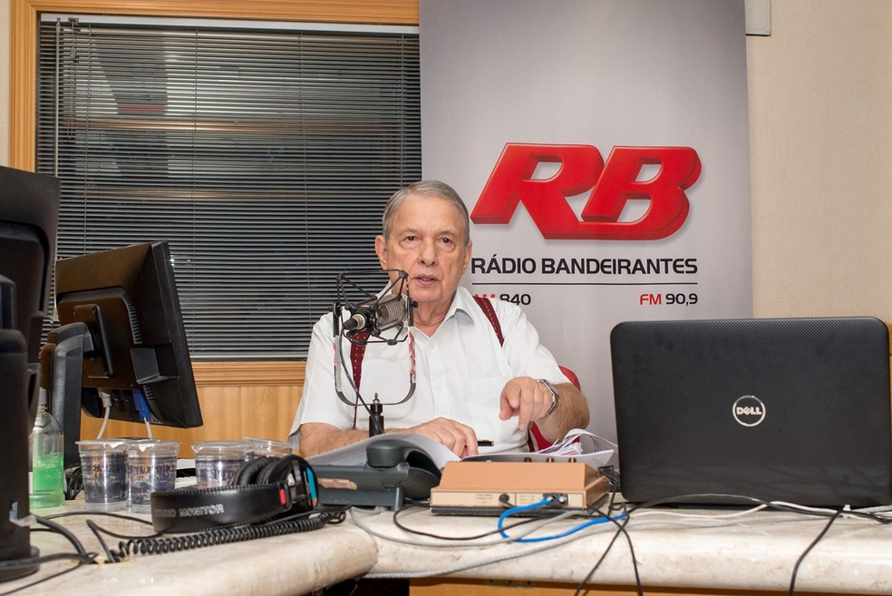 Zé Paulo, como era chamado, durante apresentação de programa na rádio Bandeirantes — Foto: Reprodução Redes Sociais