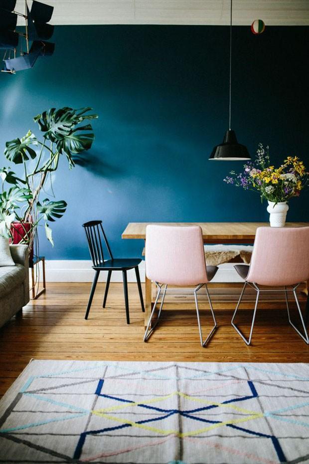 Décor do dia: sala de jantar colorida e com cadeiras diferentes (Foto: Divulgação)