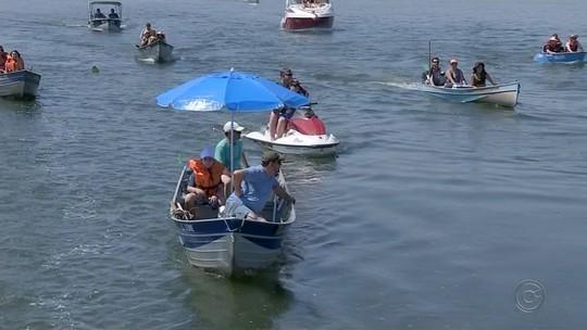 Procissão fluvial de Nossa Senhora reúne fiéis e embarcações no Rio Tietê em Boraceia