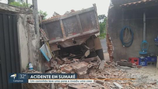 Caminhão perde o controle e invade residência em Sumaré