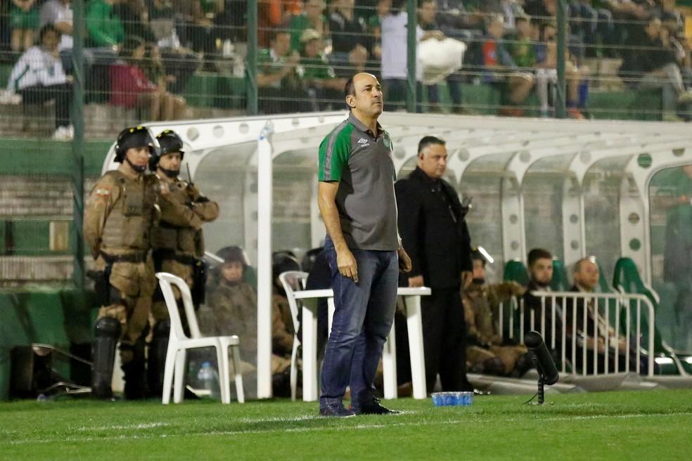 Vinícius Eutrópio teve apenas quatro vitórias na Chapecoense (Foto: EFE/Fernando Remor)
